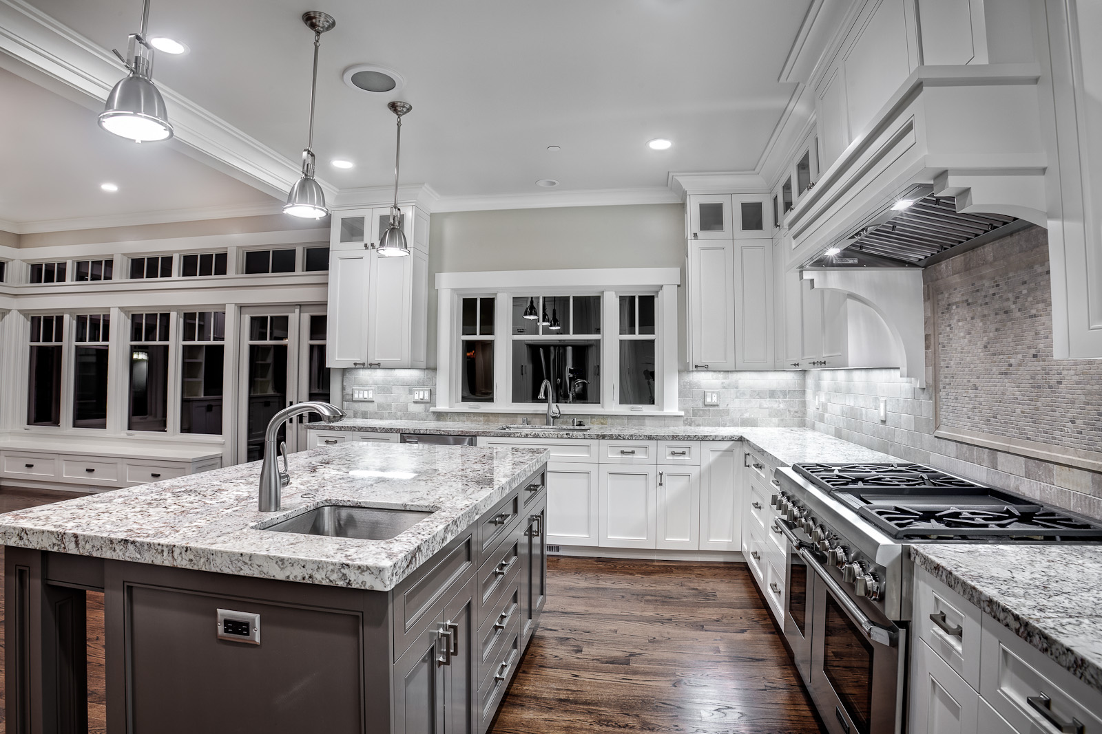 Griffin-Custom-Cabinets-Kitchen-Granite-White-Finish w island